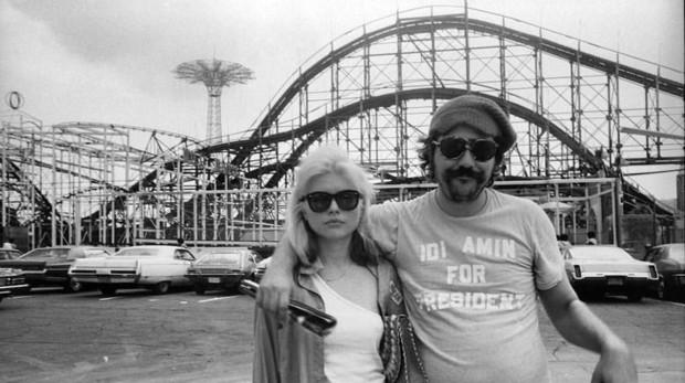 Lester Bangs, fotografiado con Deborah Harry, de Blondie
