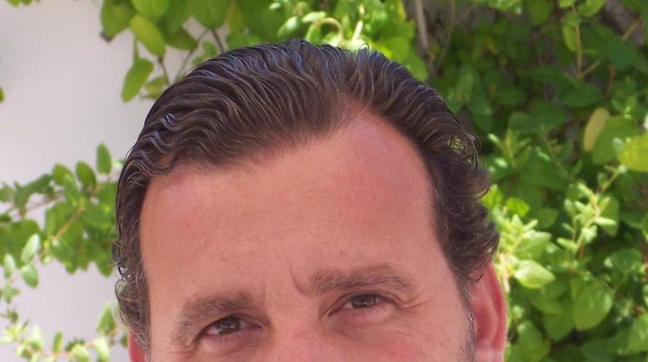El poeta Basilio Sánchez gana el premio Loewe