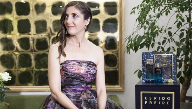 Espido Freire lanza un perfume: «Kafka huele a cedro»