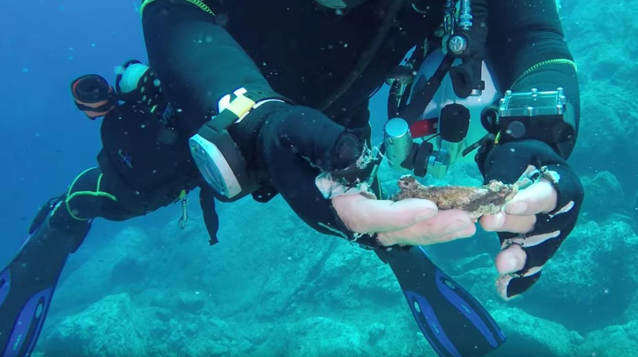 Hallan en el fondo del Mar Egeo una pieza que faltaba al mecanismo de Anticitera