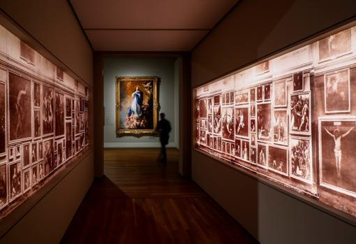 Espectacular montaje de uno de los espacios de la muestra, con «La Inmaculada Concepción de los Venerables» de Murillo al fondo