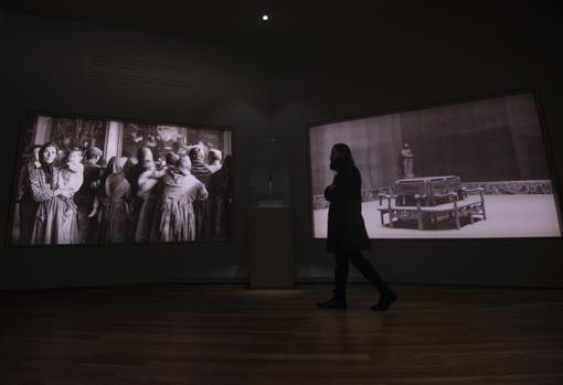 Sala dedicada a la República y la Guerra Civil. En el centro, una bomba que cayó en las inmediaciones del Prado el 16 de noviembre de 1936