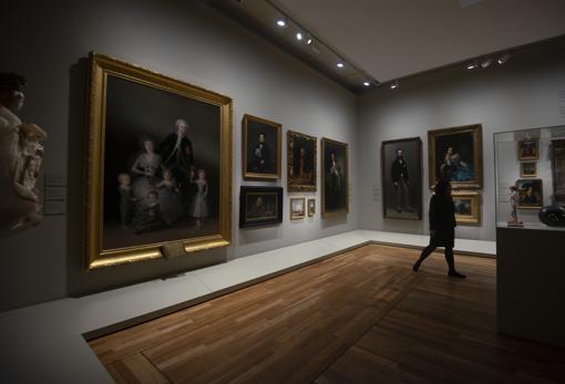 Sala de la exposición en la que se homenajea a los donantes: cuelgan obras de Goya (en la pared de la izquierda)