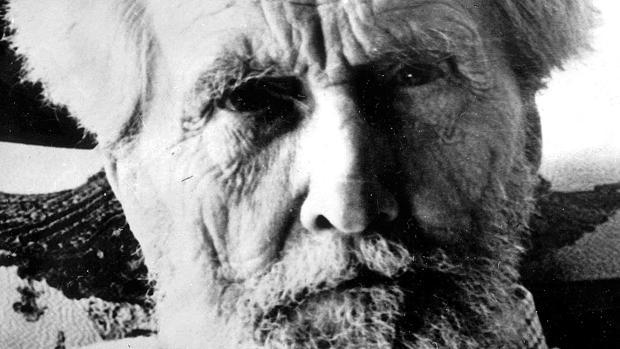 El poeta Ezra Pound, en los años finales de su vida