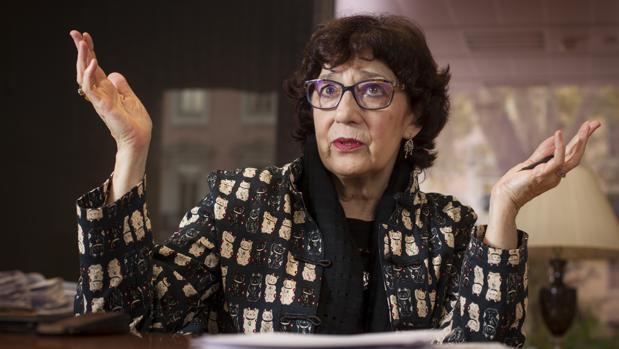 Olvido García Valdés, directora general del Libro, durante la entrevista