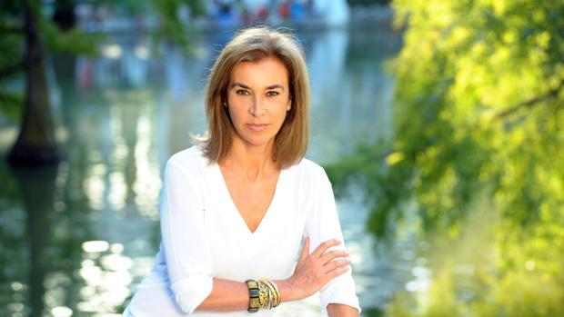 Carmen Posadas, nacida en Montevideo, tiene la doble nacionalidad uruguaya y española