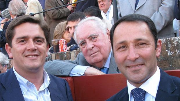 Felipe Lafita (en el centro), junto a Santi Ellauri y César Rincón