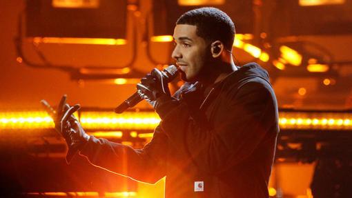 Drake durante su actuación en los American Music Awards