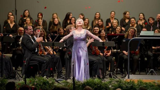 La soprano Mariella Devia, tras el concierto en el que cantó en La Coruña «Lucrezia Borgia»