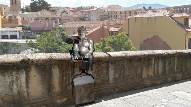 Vecinos de la localidad cuestionan, además, la belleza de la escultura