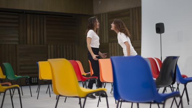 Irene Escolar y Bárbara Lennie, en una escena de la obra