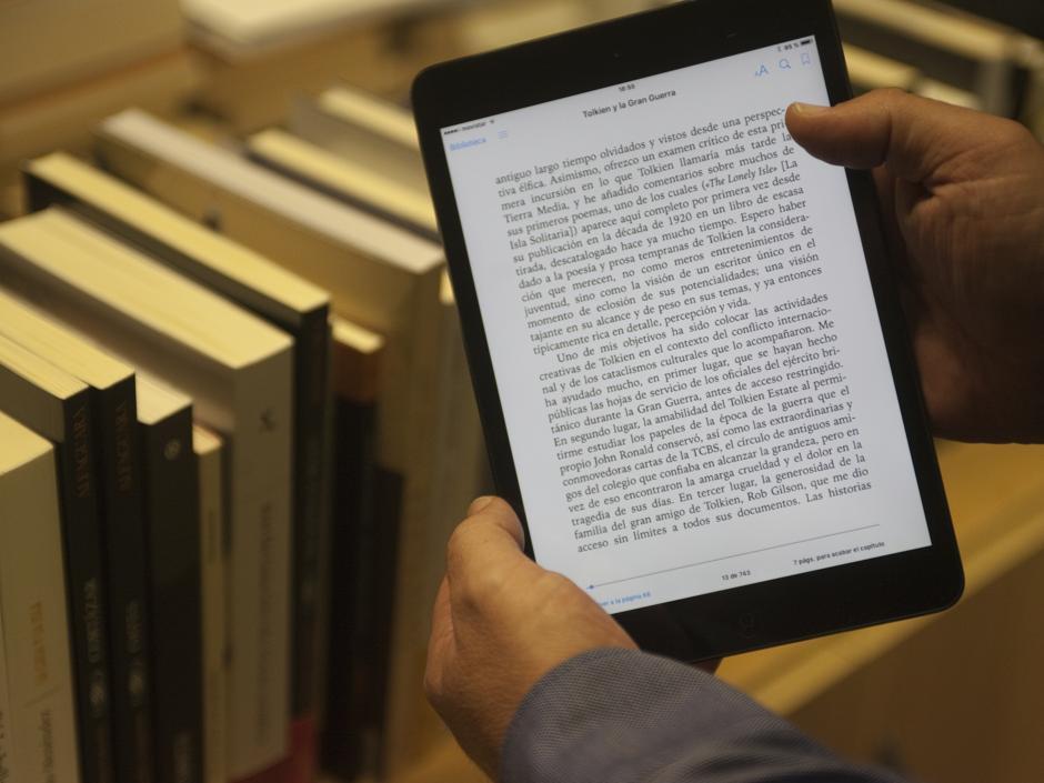 El Gobierno incluye en los Presupuestos la bajada del IVA del libro electrónico y la prensa digital