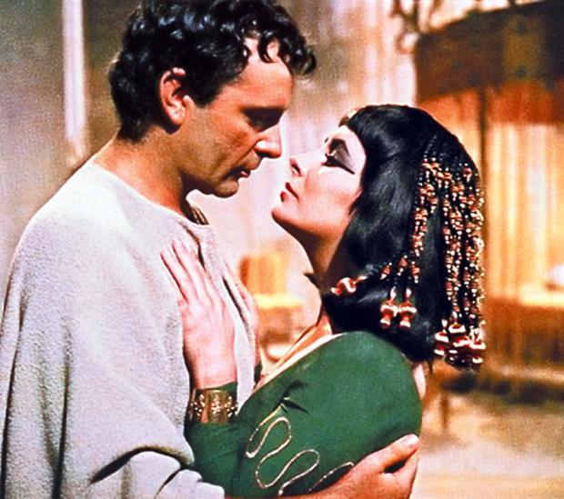 Richard Burton y Elizabeth Taylor, en «Cleopatra»