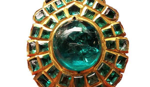 La famosa esmeralda de Miramamolín forma parte de una rosa de pecho de la Virgen de Roncesvalles