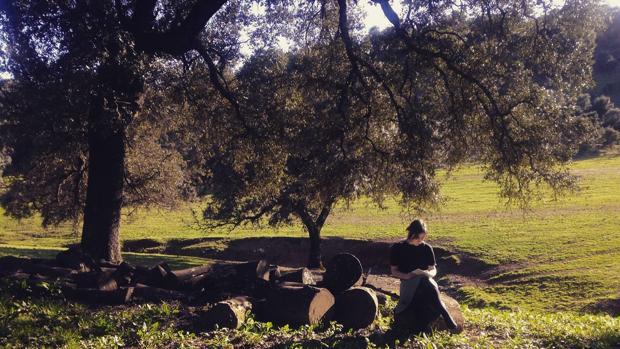 La veterinaria y poeta María Sánchez, en su ambiente