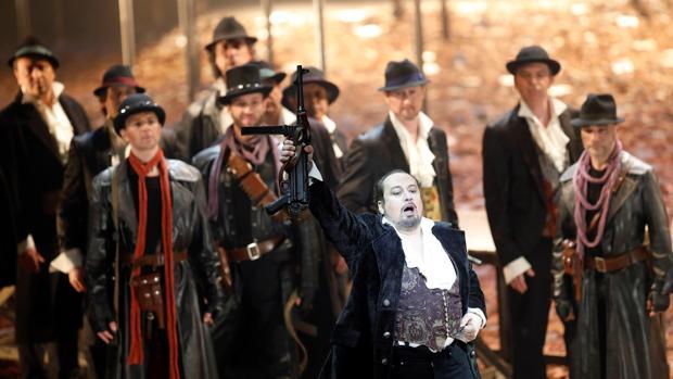 Un momento del ensayo general de la opera de Giuseppe Verdi «I masnadieri»