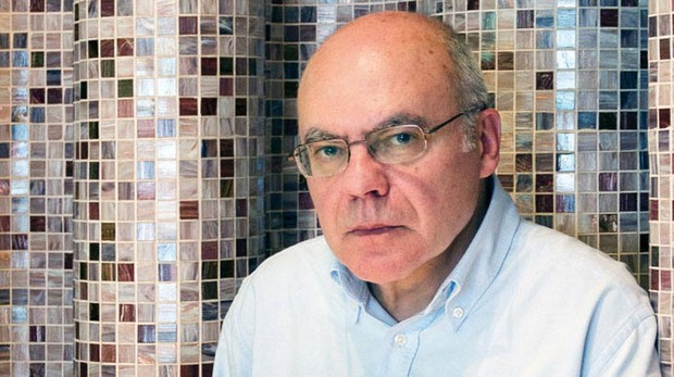 Justo Navarro: «El comisario Polo es un superviviente nato»