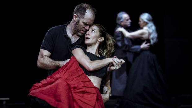 Jorge Kent y Marta Poveda, durante uno de los ensayos de «El idiota»