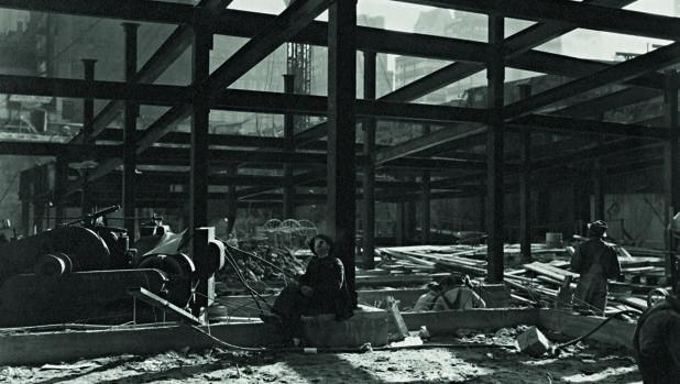 Detalle de una fotografía tomada por Abbott en 1932, durante la construcción del Rockefeller Center