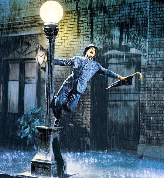 Gene Kelly, en la escena más mítica de «Cantando bajo la lluvia»