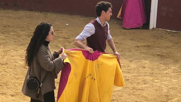 Ginés Marín torea al alimón con una aficionada