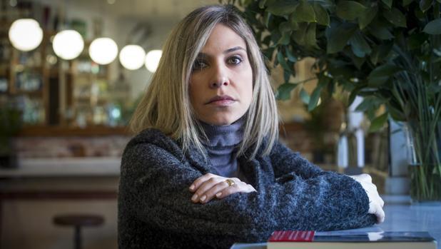Periodista venezolana, Karina Sainz Borgo debuta en la novela a lo grande