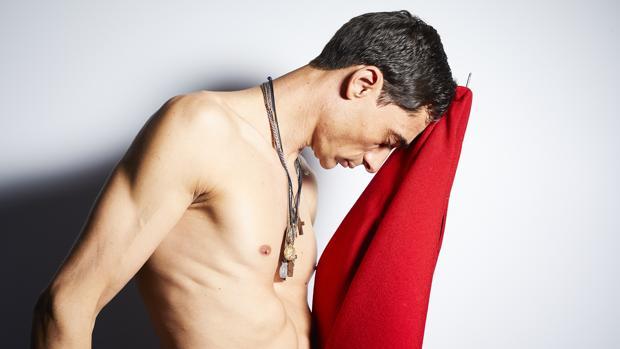 La cámara de Guillermo Navarro capta el sentimiento de Paco, que no posa, siente