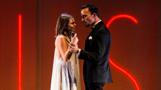 Adriana Torrebejano y Pablo Puyol, en una escena de «Muerte en el Nilo»