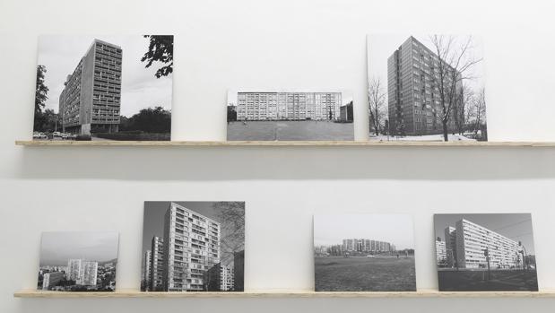 Detalle de los conjuntos fotográficos expuestos en «Y la tierra será el paraíso»