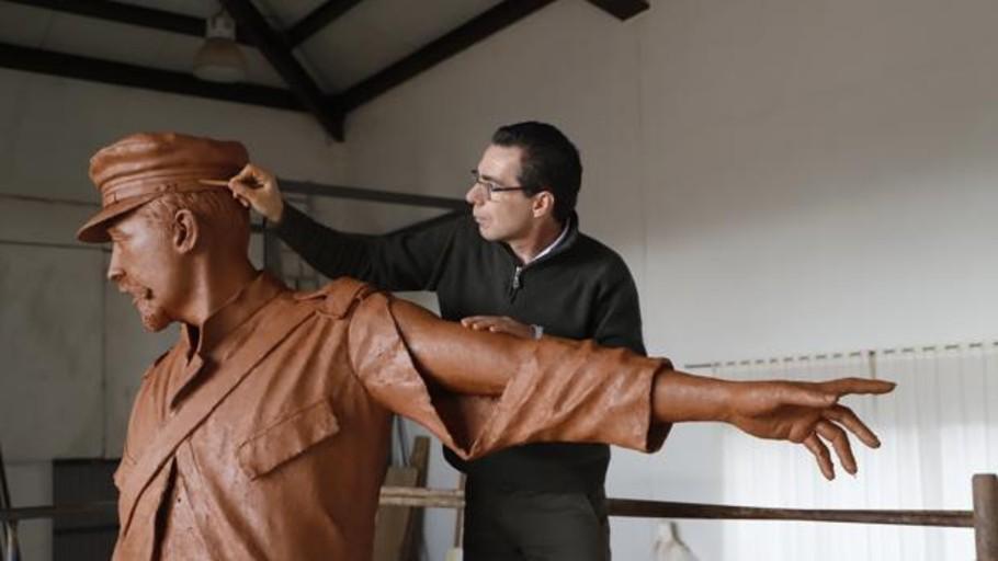 Díaz Ayuso promete la escultura y un homenaje a Los últimos de Filipinas