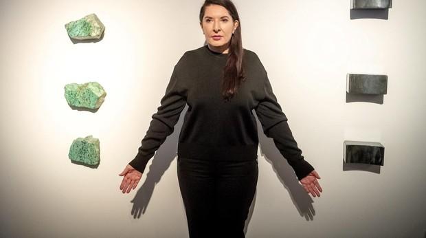 Marina Abramovic posa para los fotógrafos durante la presentación a los medios de la exposición «The Cleaner» («El limpiador») en el Centro de Arte Contemporáneo de Torun (Polonia)