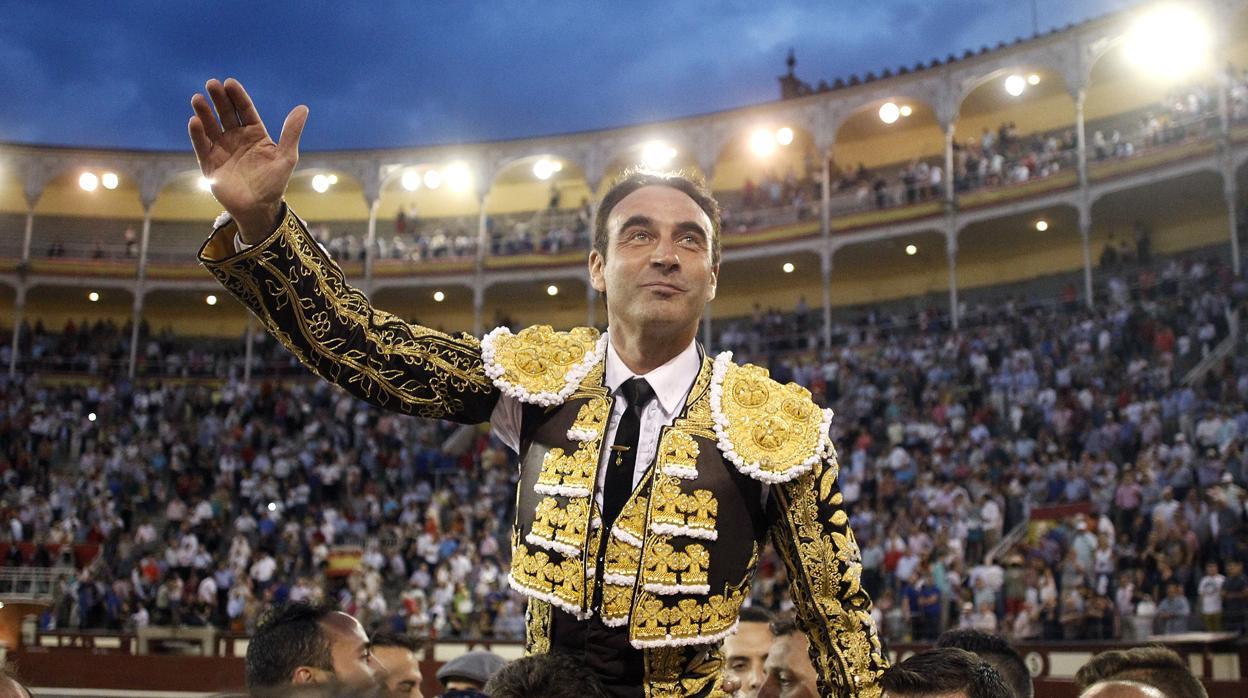 «La rodilla catastrófica» de Enrique Ponce deja San Isidro sin el torero de Chiva