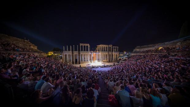 Lleno en el teatro romano de Mérida