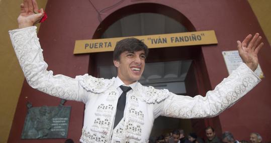 Ángel Téllez, por la puerta grande Iván Fandiño