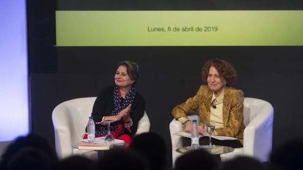 Elvira Roca Barea, escritora, y Carmen Iglesias, directora de la Real Academia de Historia