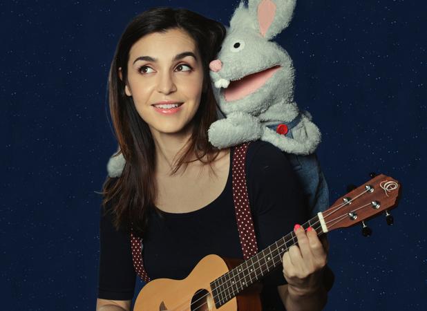Jimena Ruiz Echazú es Emma en el escenario y amiga del ratón robacalcetines, Oliverio