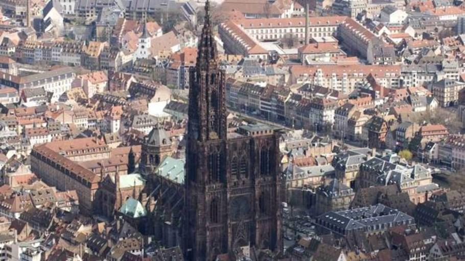 Un dron se queda atascado en la aguja de la catedral de Estrasburgo