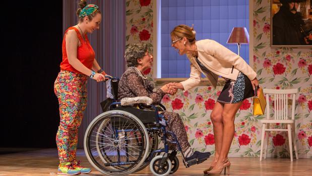 Helena Lanza, Enriqueta Carballeira y Blanca Oteyza, en «Se vende»