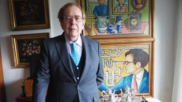 El catedrático de Estructura Económica y miembro de la Real Academia de Ciencias Morales y Políticas Ramón Tamames, fotografiado en su domicilio