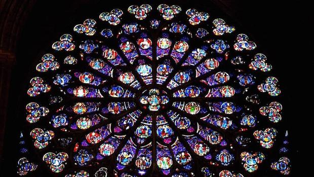 Detalle de las antiguas vidrieras de la catedral