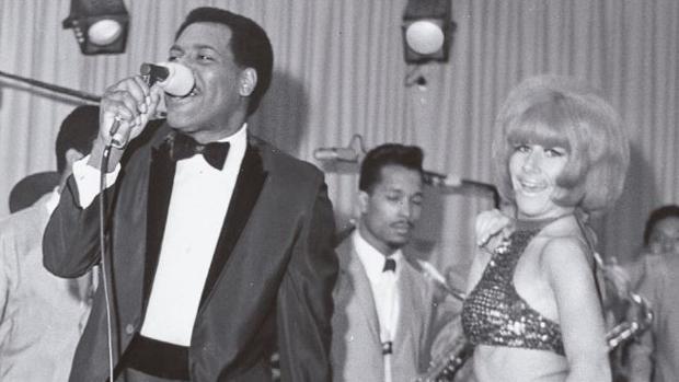 Otis Reddind, durante una actuación en el club «Whisky a Go Go»