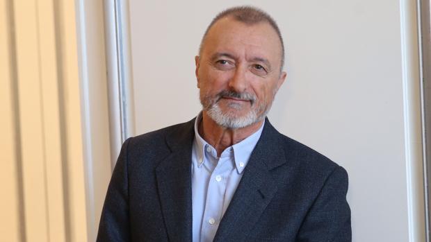 Arturo Pérez-Reverte lidera la lista de libros más vendidos con «Una historia de España»