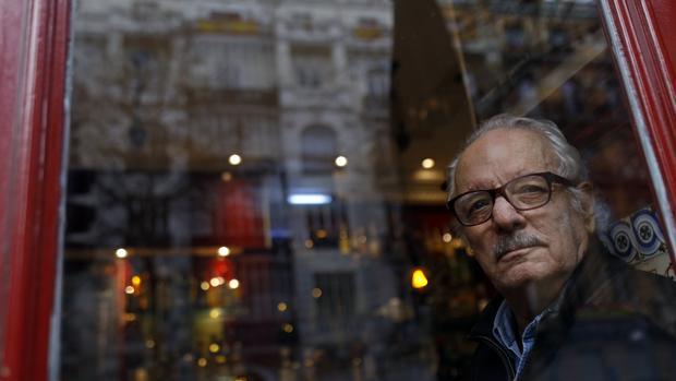 Javier Reverte es uno de los autores que encabezó las protestas contra la situación injusta de los autores que debían renunciar a la pensión para cobrar derechos de autor