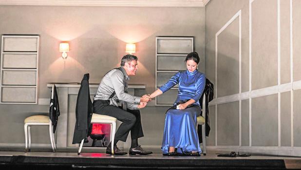 Roberto Enríquez y Aitana Sánchez-Gijón, en una escena de la obra