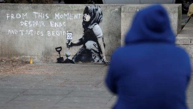 En el mural puede leerse «A partir de ahora acaba la desesperación y comienzan las tácticas»