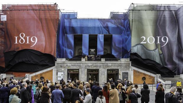 El Museo del Prado cubierto de lonas por los fastos de su bicenteneario