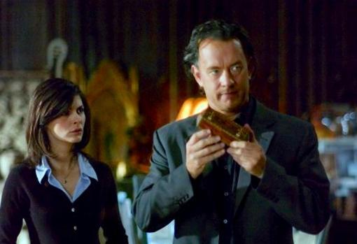Tom Hanks y Audrey Tautou, en una escena de «El Código Da Vinci», película basada en el best seller del mismo nombre escrito por Dan Brown