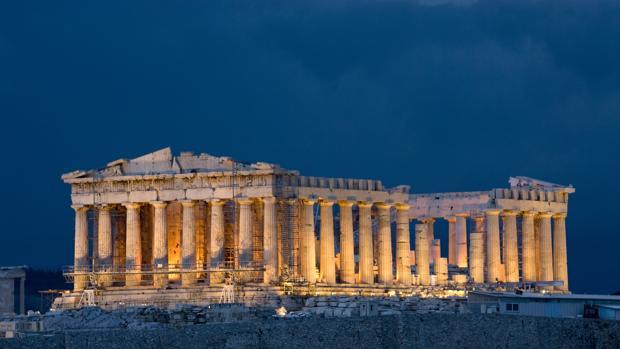 Vista nocturna del Partenón de Atenas