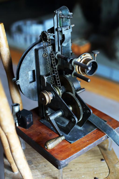 Cinematógrafo inventado por el padre Díez, expuesto en el Museo de Baños de Molgas (Ourense)