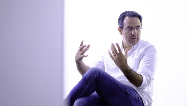 Juan Gabriel Vásquez, durante la entrevista con ABC